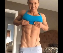 Eleonora-Dobrinina-Flexing-Abs-Legs-Butt-and-Chest-Female-Muscle-e1438197098921